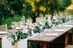 שולחן מעוצב בגן אירועים